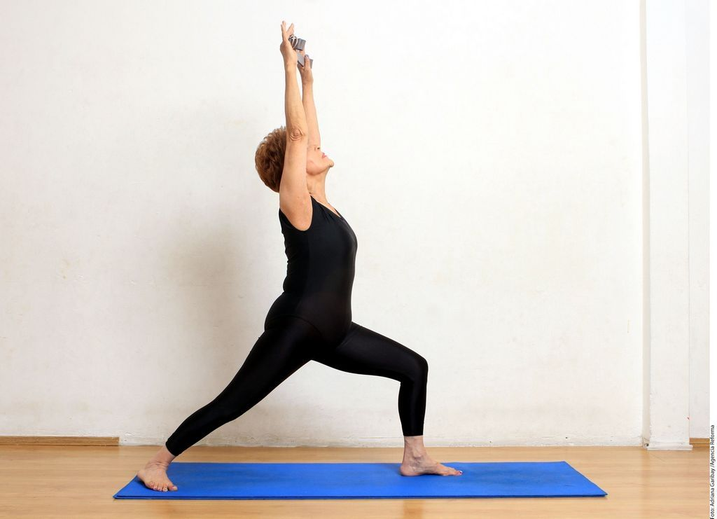 Rutina de ejercicios de yoga para adultos mayores en casa yoga yoga ejercicios de yoga y - Clases de yoga en casa ...