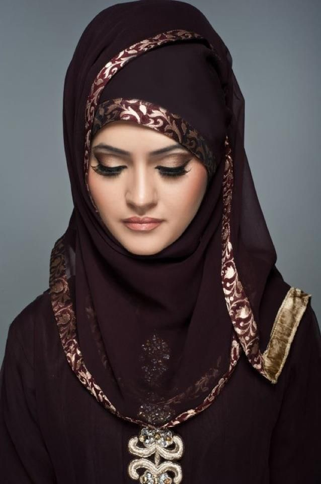 this full make up, hijab style, and the color of overall dress is all i wanted for my wedding pic he he..