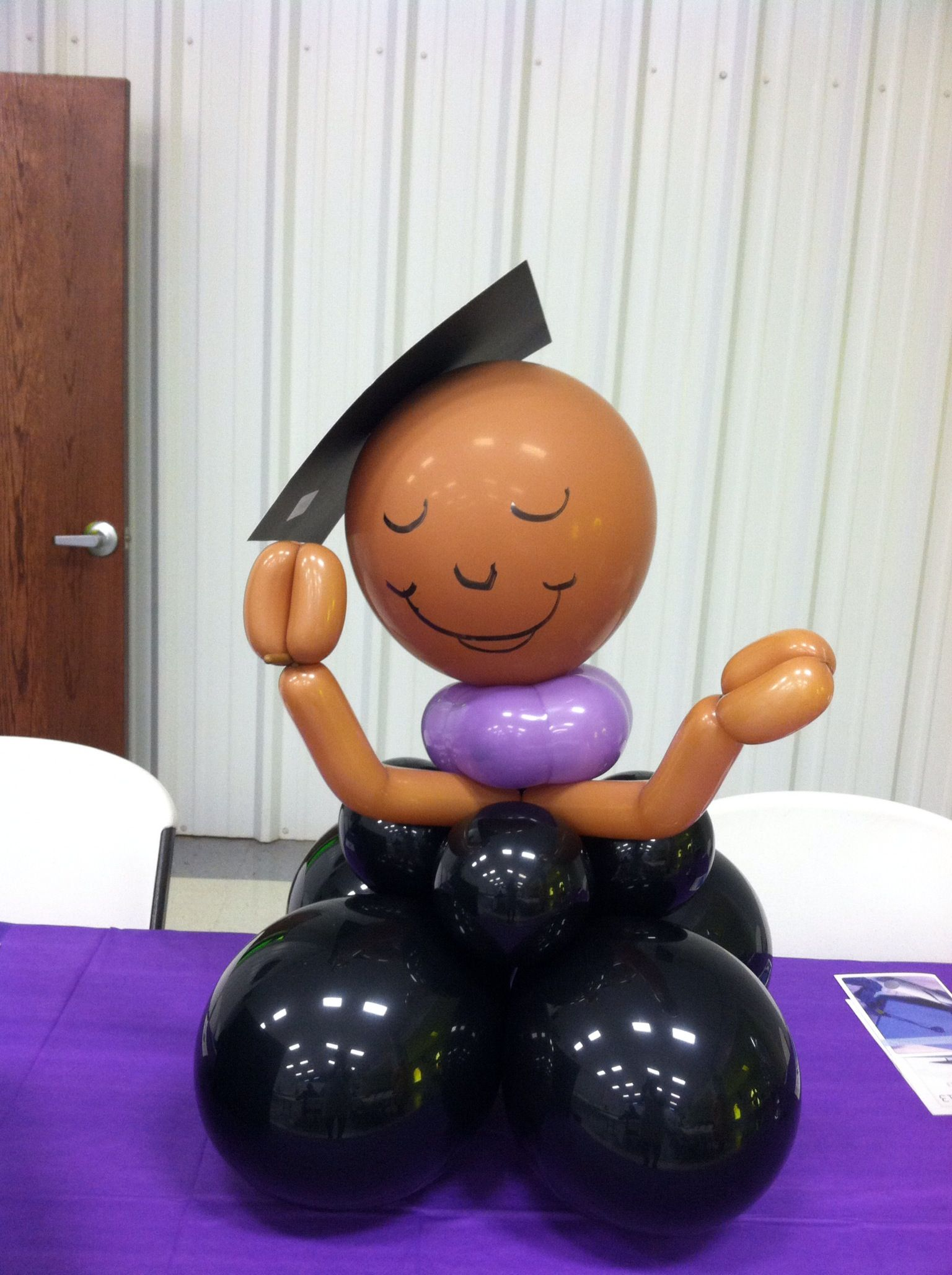 Graduation centerpiece balloon decorations pinterest for Balloon decoration graduation