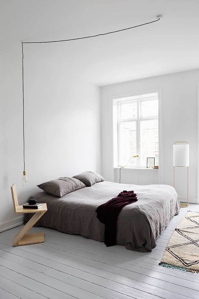 Minimalistisches Schlafzimmer Minimalist White Bedroom With A Touch Of Boho Style Living