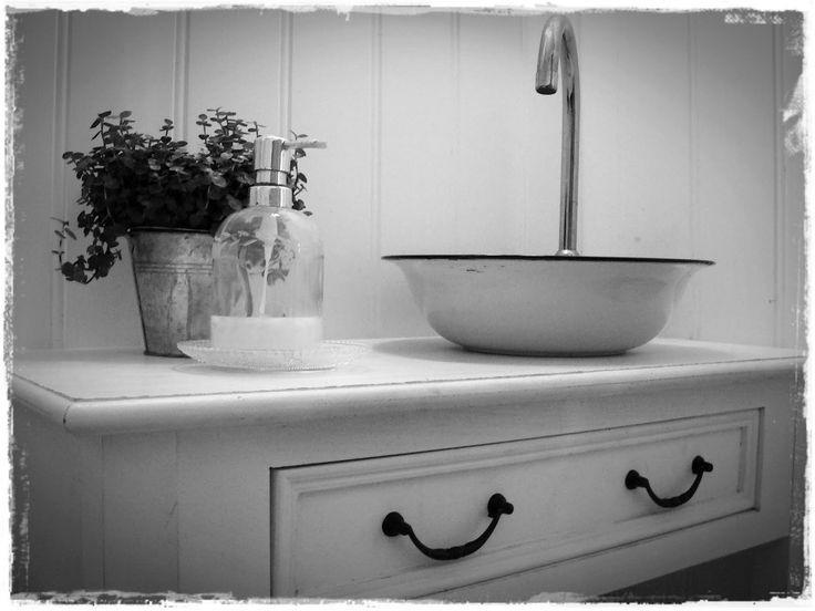 Cottage Inspired Diy Sink Idea Vintage Enamel Bowl Rub