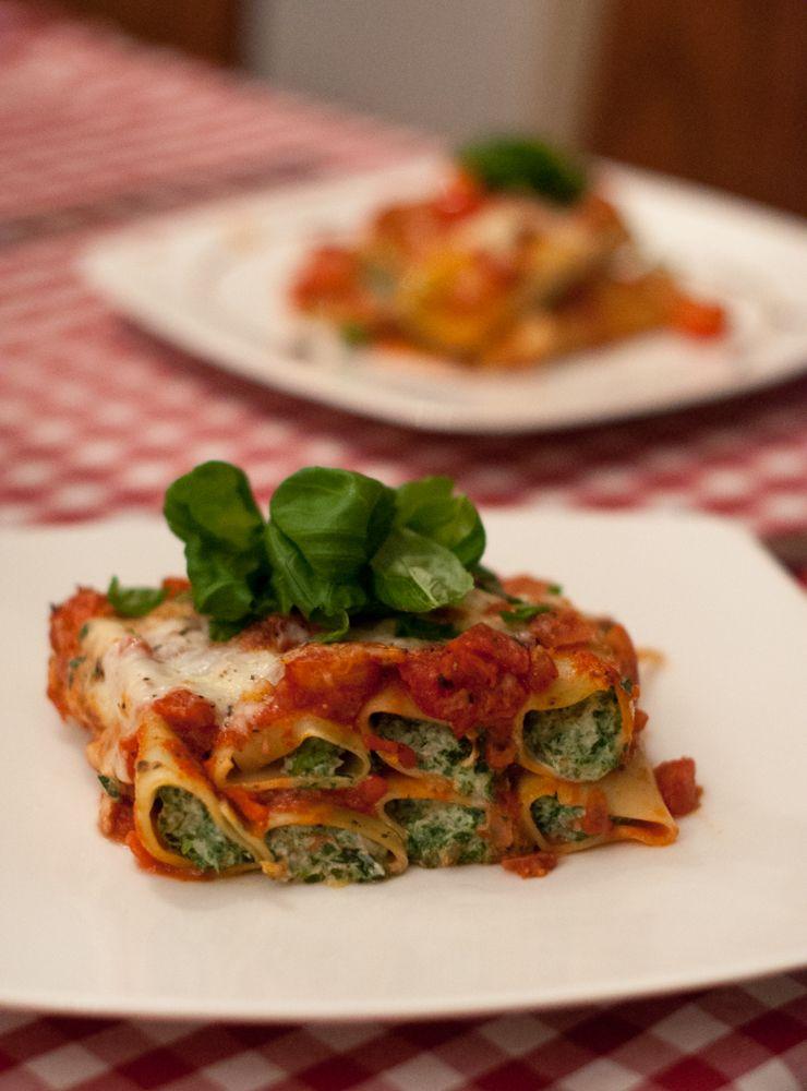 Cannelloni Ze Szpinakiem I Ricottą Pod Sosem Pomidorowym