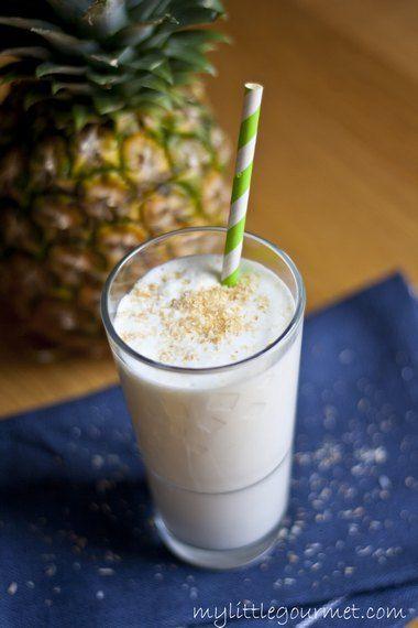 Erfrischend und gesund: ein Ananas Kokos Smoothie von meinkleinergourmet.de