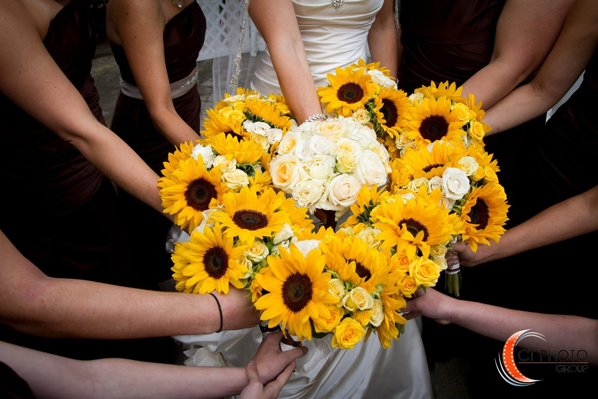 Sun flowers - Bridesmaids bouquets - Flowers by Confetti - Wedding at The Candlewood Inn