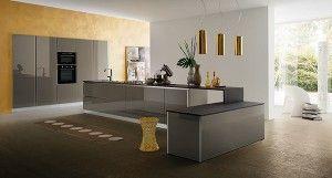 Cucina Myglass con ante vetro finitura lucida marrone | Gicinque ...