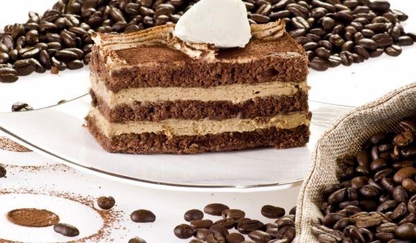 Кафейна торта - Рецепта. Как да приготвим Кафейна торта. Разбийте белтъците на гъст сняг. Св...