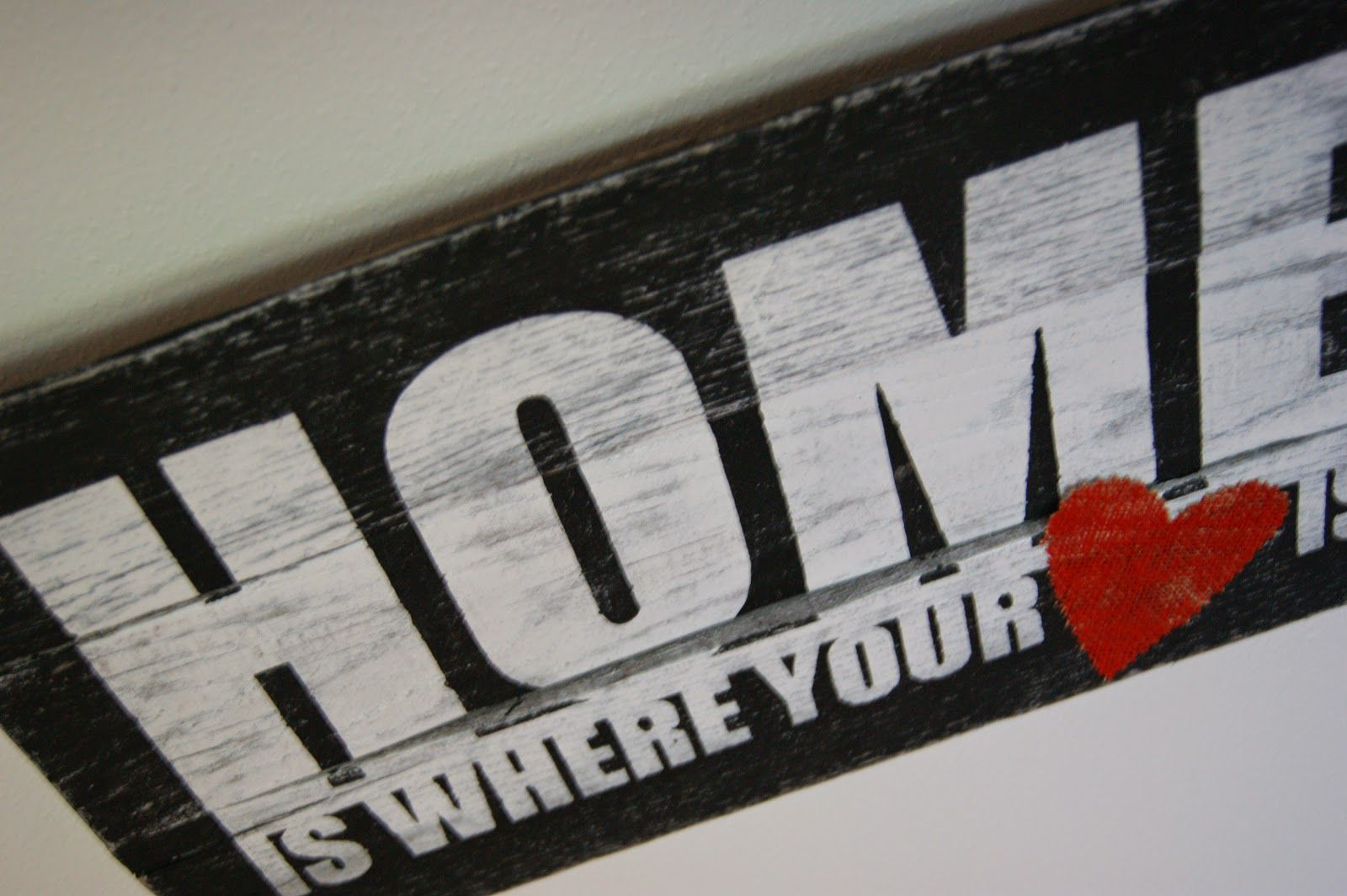 "The Life of a Craft Crazed Mom: ""Home is where the heart is"" Pallet Sign"