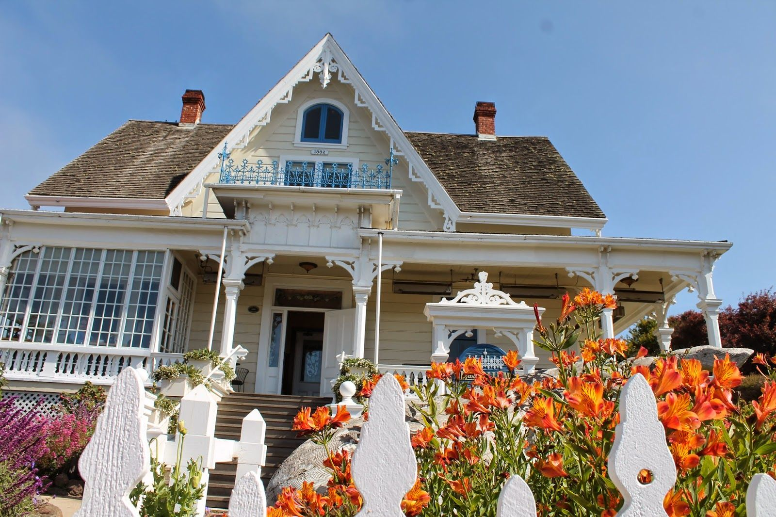 The Magic of Mendocino Mendocino, House styles, Bed and
