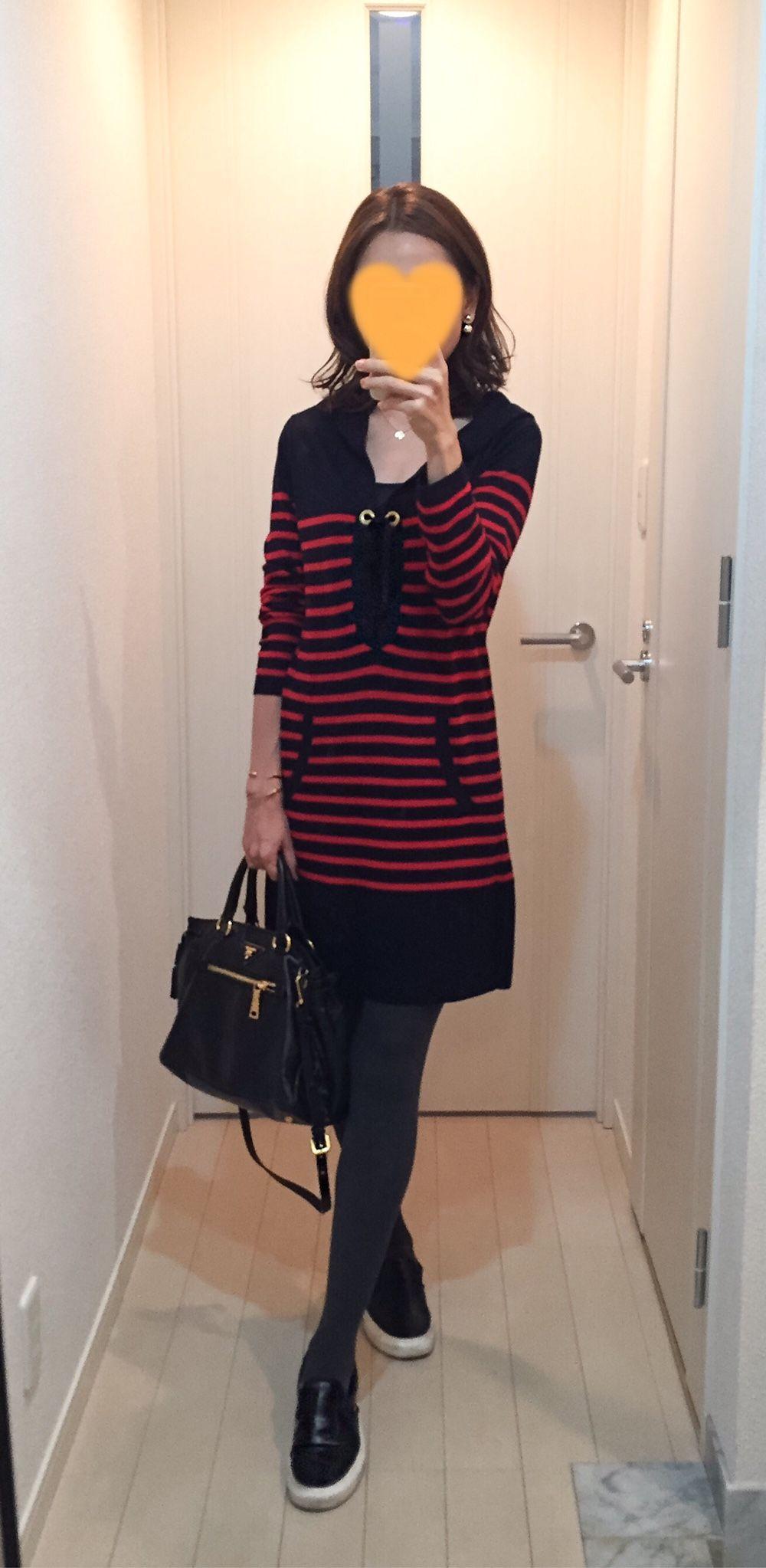 熟女 スリップ Navy-red Striped dress: MACPHEE, Bag: PRADA, Leather slip-ons