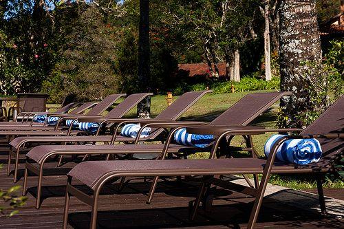 Detalhe das cadeiras da Piscina da Pousada Parador Santarém, Itaipava, Petrópolis - RJ, 2014