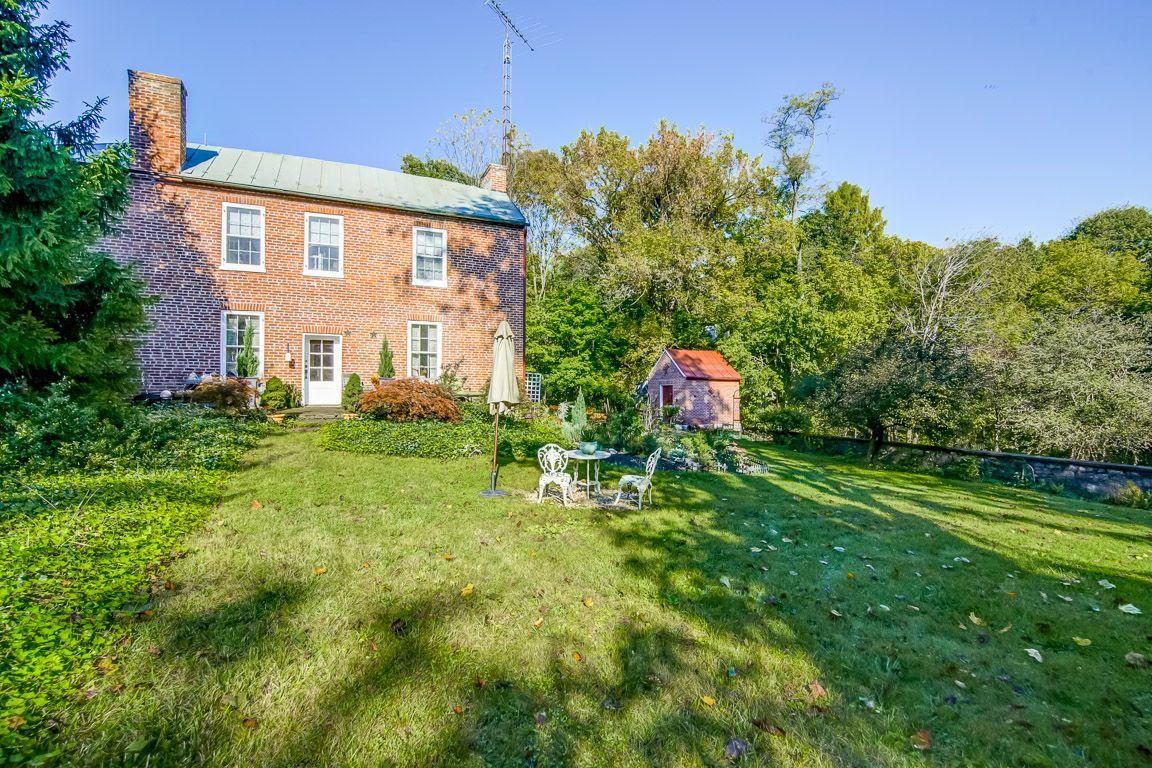 Historic Abraham Shepherd House c.1759 - Yard