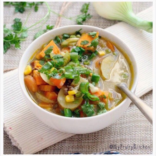A light, deliciously warm and tasty soup. Really simple and easy to make, and really healthy. Dairy free, gluten free and sugar free!