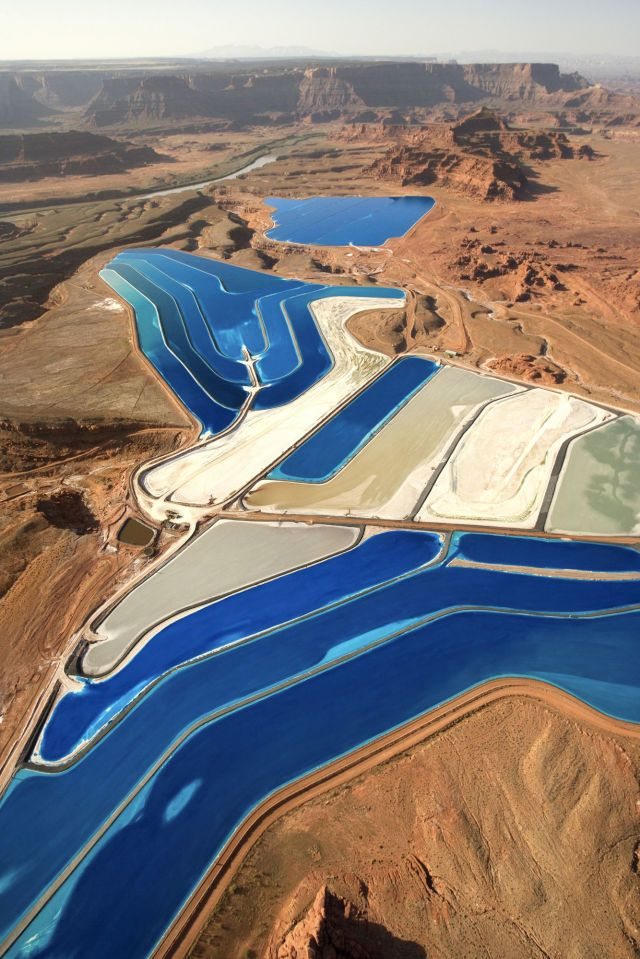 These Colorful Ponds in Utah Are Unexpectedly Beautiful