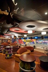 Moose Alley Maine : moose, alley, maine, Moose, Alley, Rangeley, Maine,, Antlers, Above, Other, Bowling, Alleys, Thrifty, England, Traveler, Rangeley,, Leather, Chair,