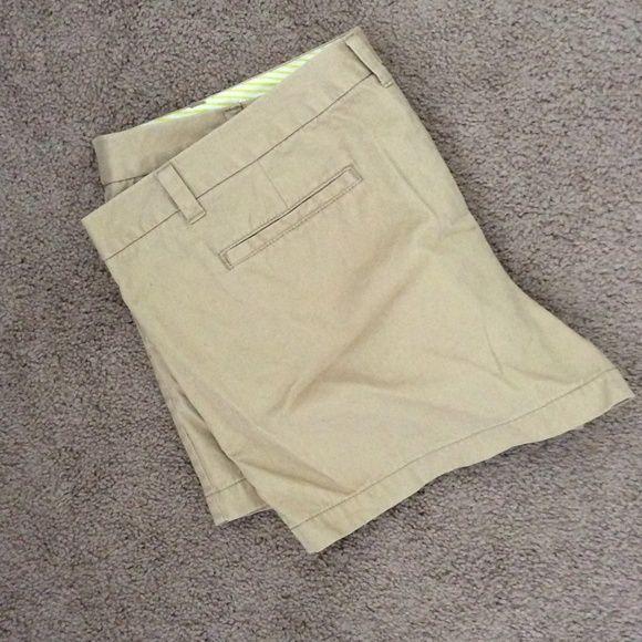 Perfect condition khaki shorts Khaki shorts --- excellent condition! Shorts