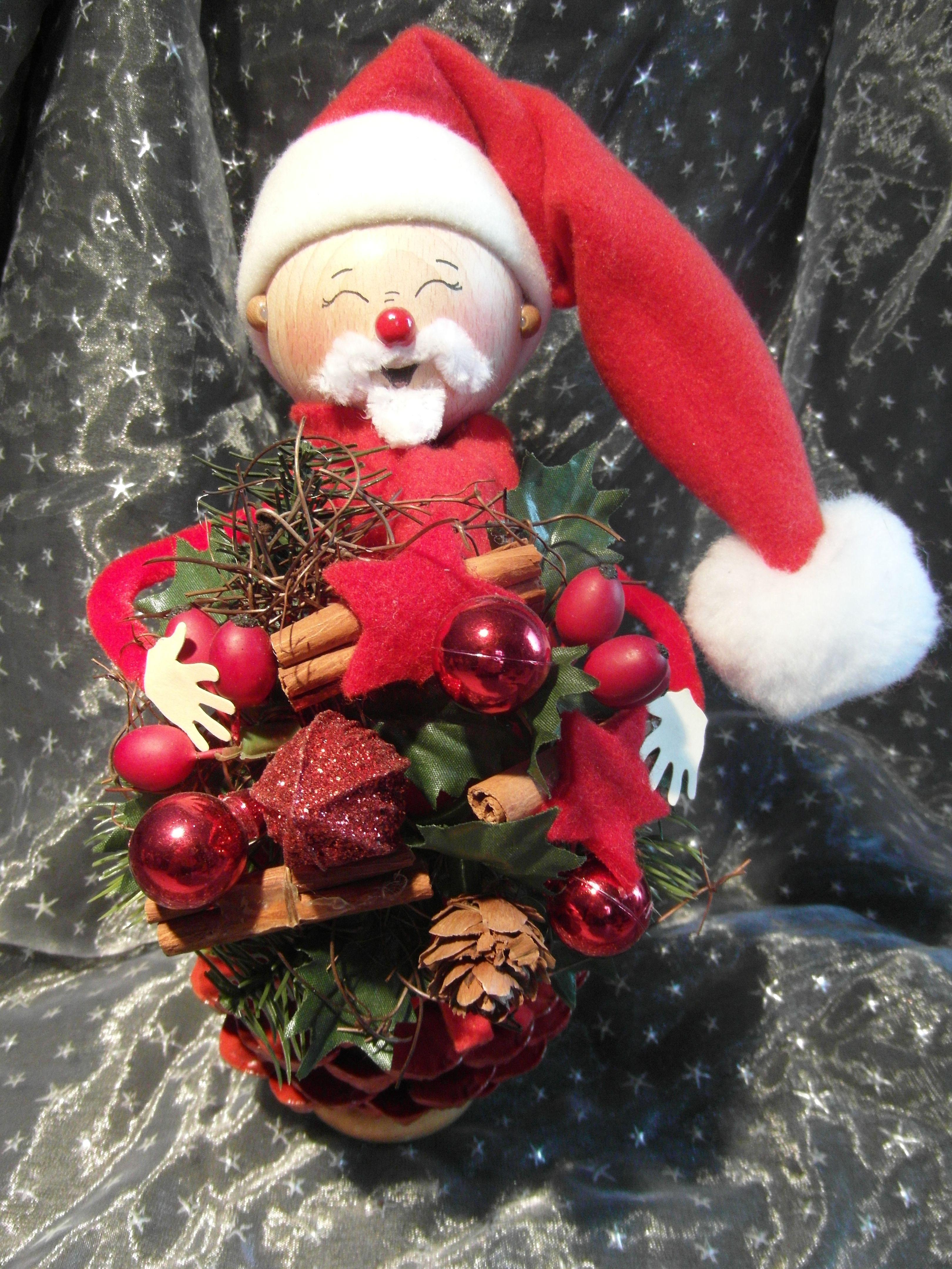 Von Drauss Vom Walde Komm Ich Her Https Www Facebook Com Zapfenm C3 A4nnchen 942963112436316 Xmas Crafts Christmas Wreaths Pine Cone Decorations