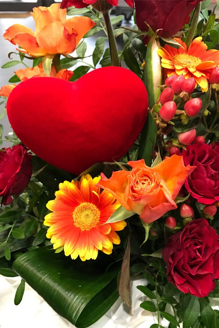 Mazzo Di Fiori X San Valentino.Ricordi Di San Valentino Bouquet Fiori Roserosse Cuori