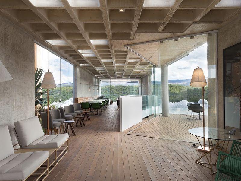 Bar, arquitetura comercial, balcão, bar de piscina Bar e Piscina da Casa Cor Minas | Arquitetura: BCMF Arquitetos | Interior: Ana Bahia | Foto: Gabriel Castro