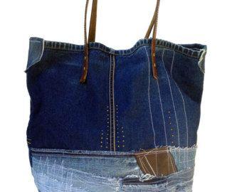 ESTER - Bodacious handgemachte DENIM, Leder Umhängetasche  Diese wunderschöne EDGY, HOBO BAG ist aus Raw Denim und Leder gefertigt. Ich habe die Farben abgeholt, um eine vielfältige und reiche Farbe-Komposition zu erstellen. Ich habe die Stoffe zu gewählt, nicht nur zu gehen zusammen mit den Farben, sondern auch einzigartige Kombination erstellen.  Die JEANS-Tasche wird individuell von Hand mit viel Sorgfalt hergestellt. Ich arbeitete mit Jeansstoff, Leder Stoffe. Ich habe Denim und Leder…