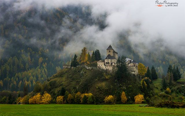 Castle of Reifenstein, Sterzing, in South Tyrol. Photo by PhotonPhotography  Tempus fugit: 50 of the most magical and beautiful castles of the world - Blog of Francesco Mugnai