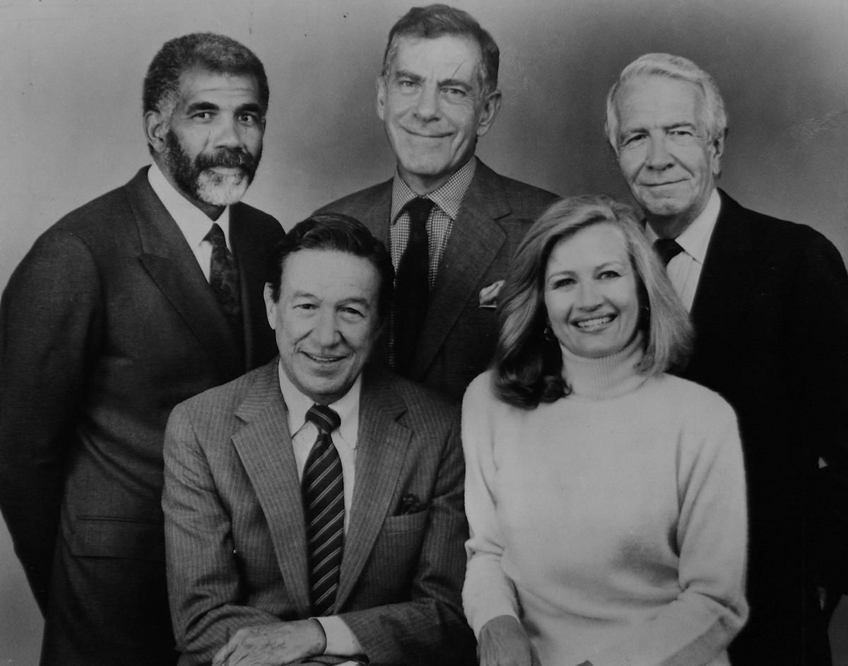 Diane Sawyer Joined The Staff Of 60 Minutes In 1984 And Worked Alongside Harry Reasoner Eddley Morley Safer And Mike Wallace