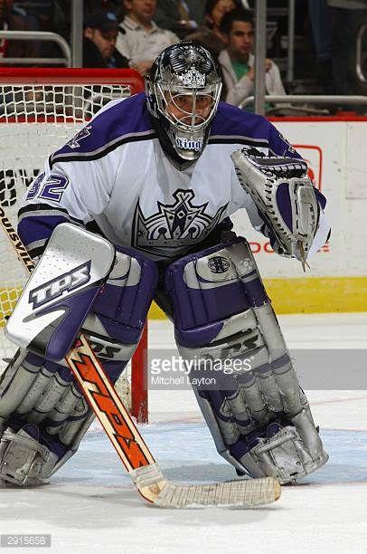Goaltender Roman Cechmanek Of The Los Angeles Kings Gets Set For The Picture Id2915658 Los Angeles Kings Chicago Blackhawks Hockey Toronto Maple Leafs Hockey