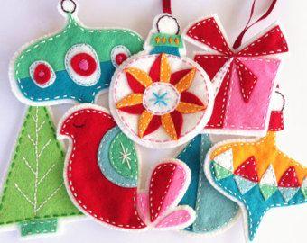 PDF Pattern Felt Embroidered Peace Christmas Garland por ericahite