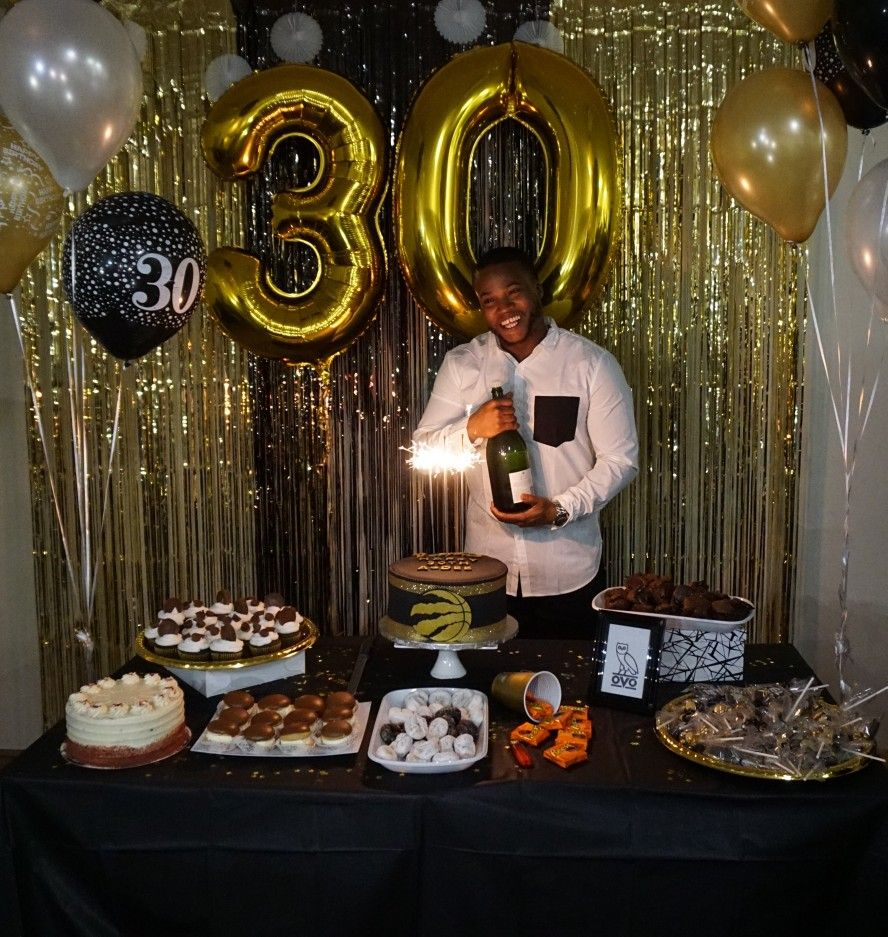 Black and gold theme #dirtythirty #decorations under $60 bucks Olofs 18
