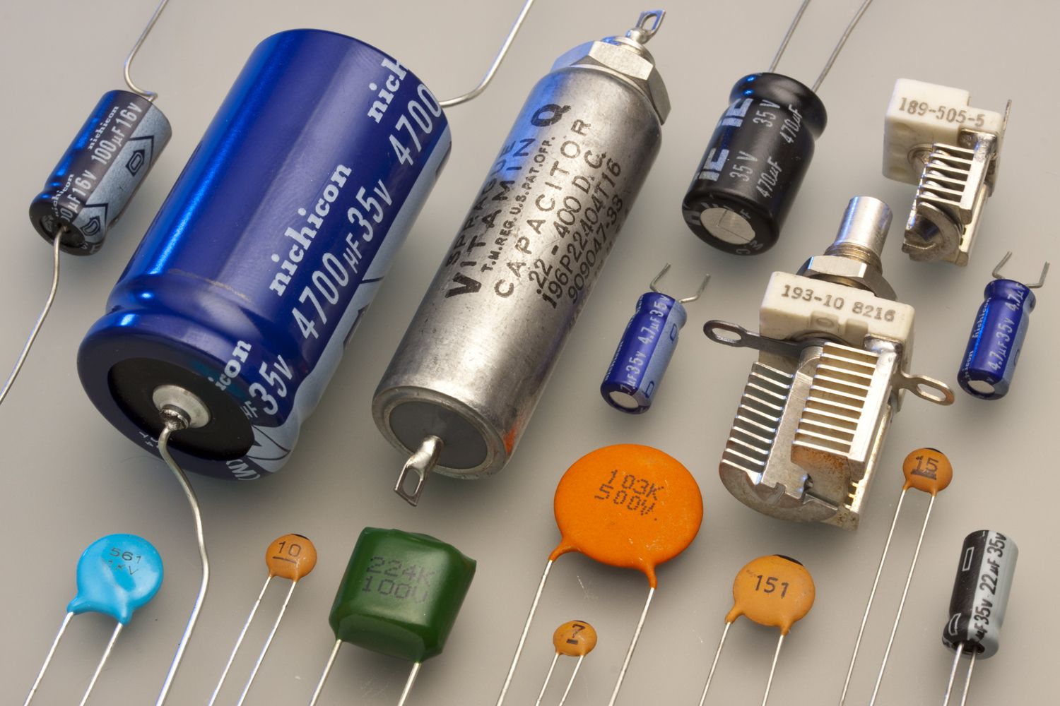 Types Of Capacitors Electrolytic Variable Film Capacitors Car Audio Capacitor Capacitors Car Audio