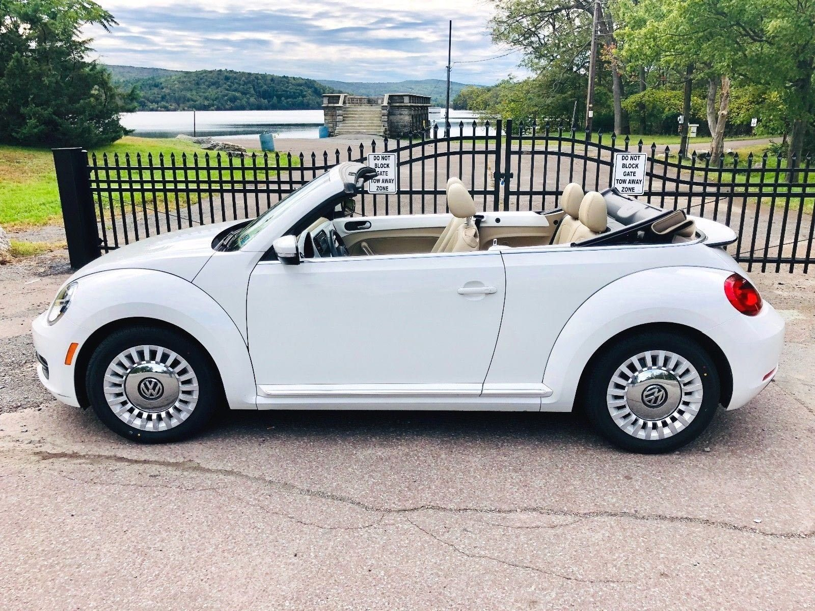 2013 Volkswagen Beetle Convertible Candy White W Beige Leatherette 2 5l 5 Cylinder This Vol In 2020 Volkswagen Beetle Convertible Beetle Convertible Volkswagen Beetle