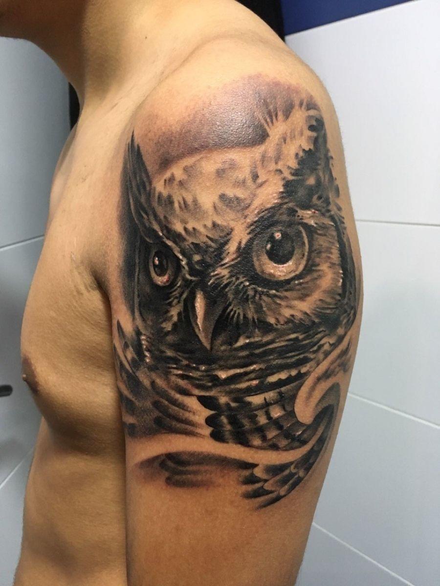 Tatuaje De Cabeza De Buho En Brazo Owls Tattoos Tatuajes