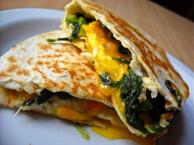This #eggs #florentine #quesadilla #recipe is sure to become one of your favorites! It's so easy, quick, and cheap to make for #breakfast or #lunch, you'll be craving it everyday!