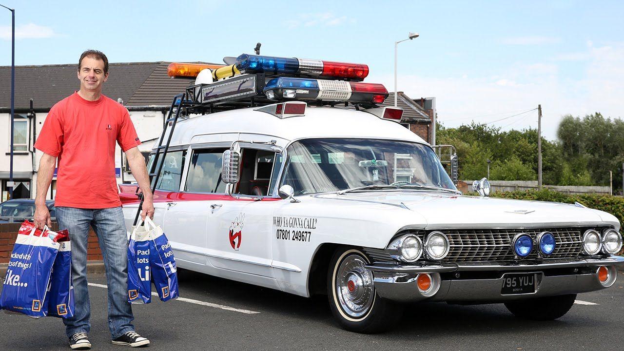 Ein Ghostbuster muss tun, was ein Ghostbuster tun muss. Der Brite Paul Harborne hat sich einen 1960er Cadillac Miller-Meteor gekauft und auf Basis dieser Kiste einen Ecto-1 gebastelt. Nicht ganz billig, aber die Anzüge gabs umsonst. Paul Harborne, from Sedgley, West Midlands, bought a rare 1960 Cadillac miller-meteor in 2010 and estimates he's spent more [ ]