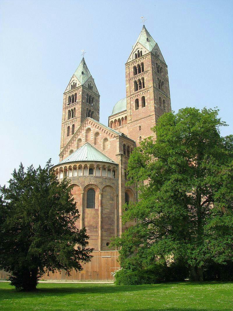 Dedom van Speyer(Kaiser- und Mariendom zu Speyer) is eenkathedraalin deDuitsestadSpeyer(Spiers). De dom is de grootste kerk inromaansestijl ter wereld. Samen met de kathedralen vanMainzenWormsmaakt hij deel uit van de drie romaanseKaiserdomelangs deRijn.Paus Pius XIheeft de kerk in 1925 totbasiliekverheven. De dom staat sinds 1981 op deWerelderfgoedlijstvanUNESCO.