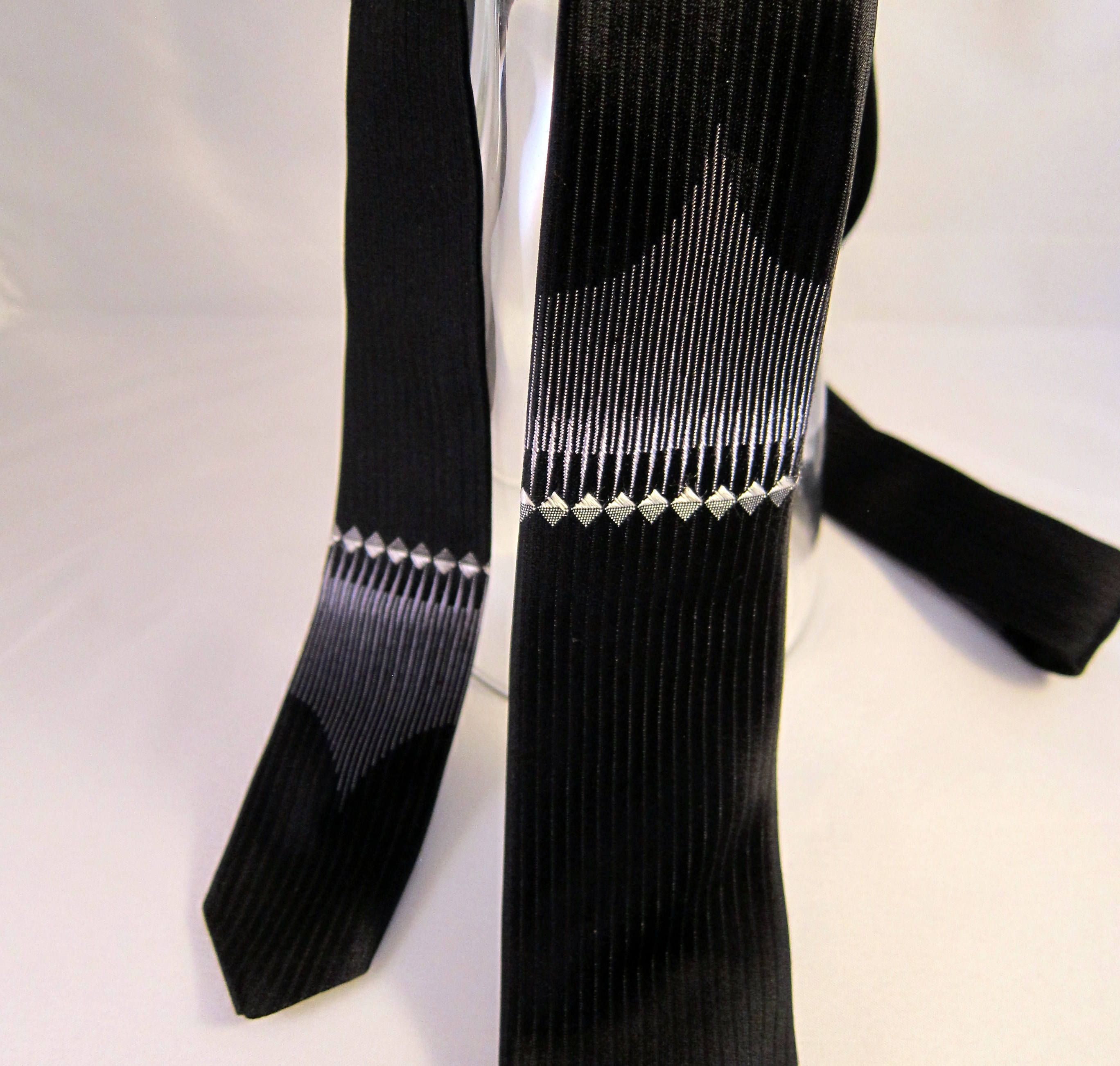 1960s Vintage Slim Tie  Mens Tie  Slim Necktie  Mid Century Vintage  Mad Men