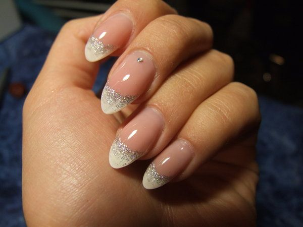 12 Lovely French Manicure Pictures - http://slodive.com/inspiration/12-lovely-french-manicure-pictures/