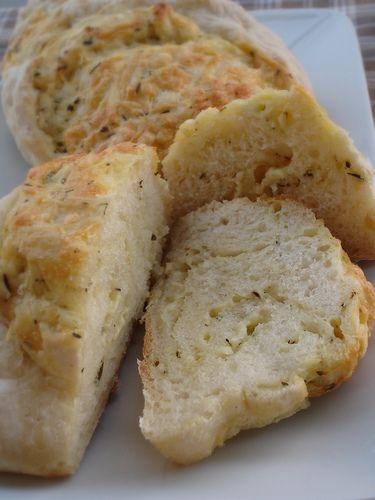 Cheese stuffed crusty rolls / Pãezinhos cascudos recheados com queijo e ervas da Provença by Patricia Scarpin, via Flickr