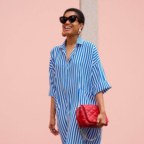 tamu-mcpherson-street-style-chemise-azul-listrada-bolsa-vermelha-oculos-gatinho-mule-branco-crop