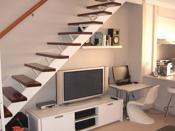 Escalera on pinterest staircase storage stairs and for Muebles para tv bajo escalera
