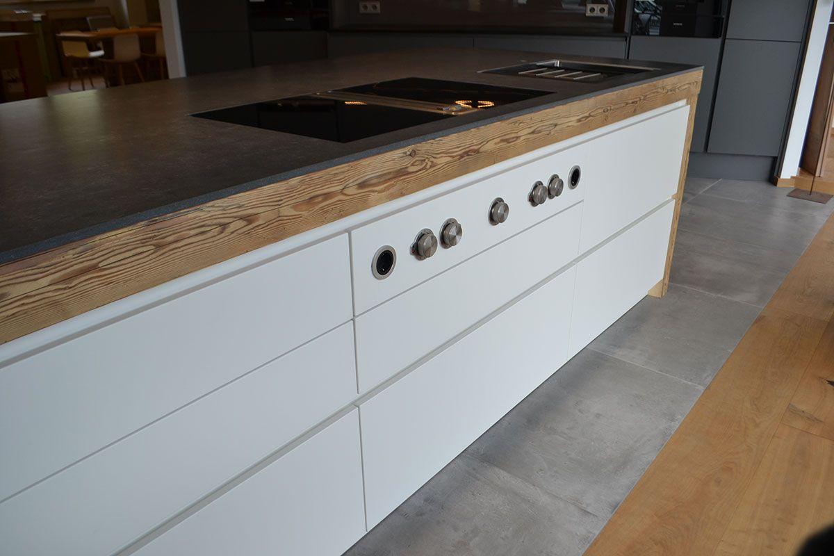 Kücheninsel Mit Altholzbalken Und Bora Professional Kochfeld