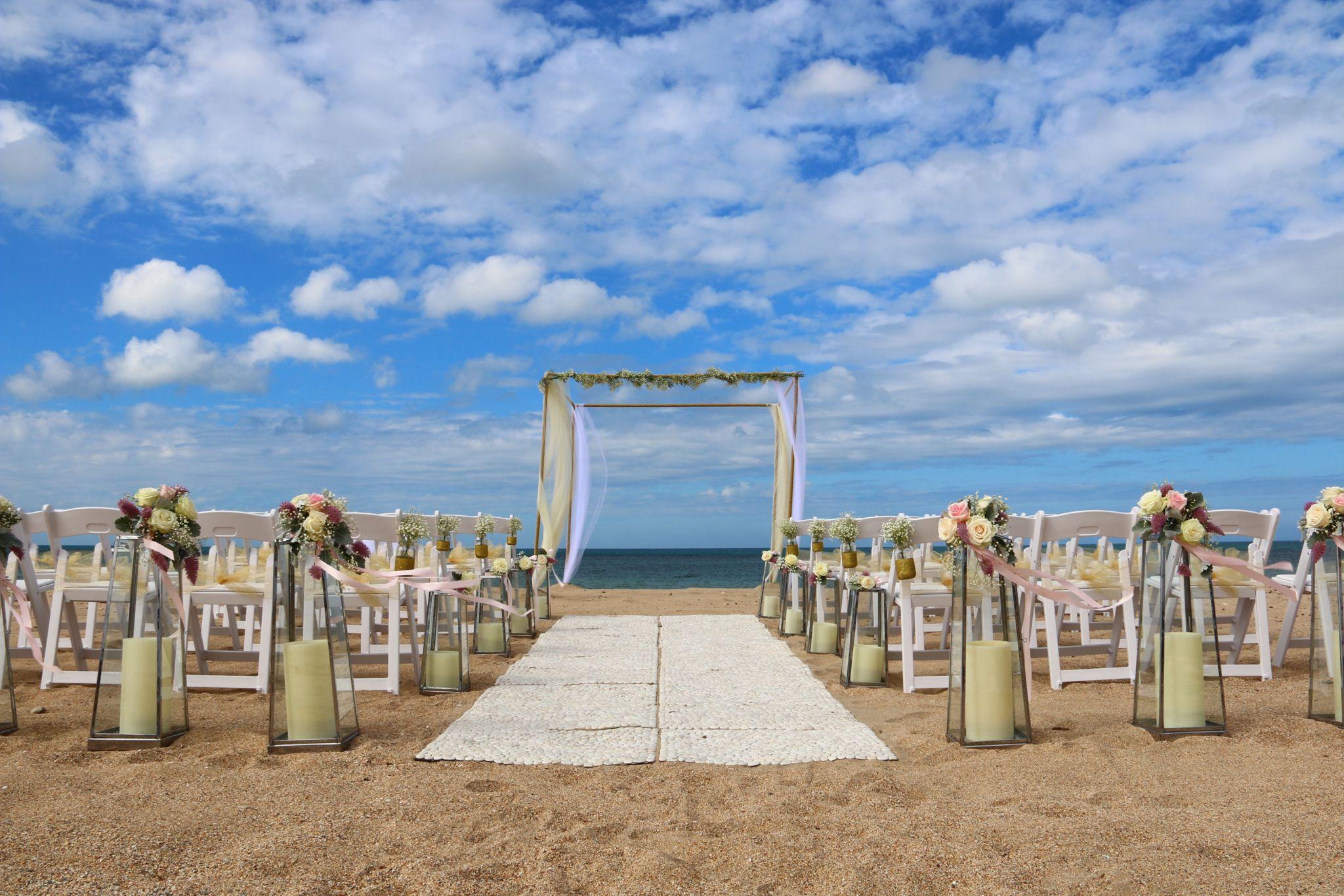 Sunrise beach wedding  Sunrise Beach Novotel Ningaloo Resort Weddings  Novotel Ningaloo