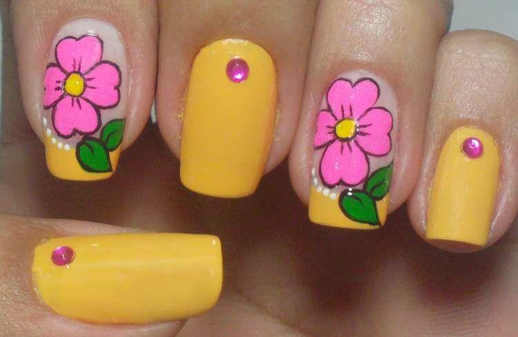 unhas com desenhos de flores