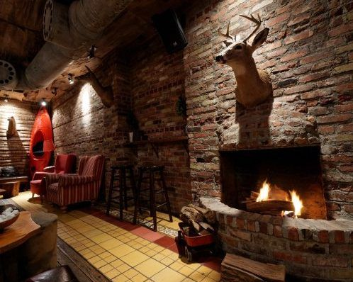 Best Nyc Bars Restaurants And Hotels With Fireplaces Nyc Bars Restaurant Fireplace Cozy Place