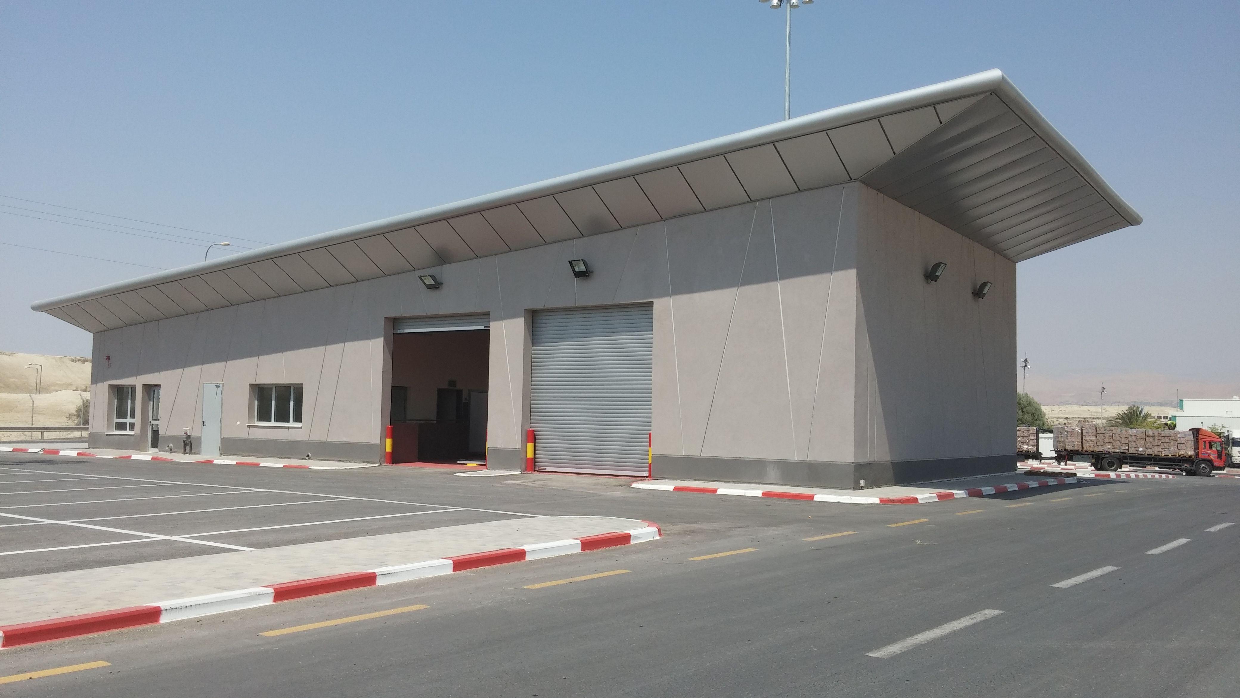 garage checking entered vehicles from jordan to israel. designed by Nir gamari  pelleg architects