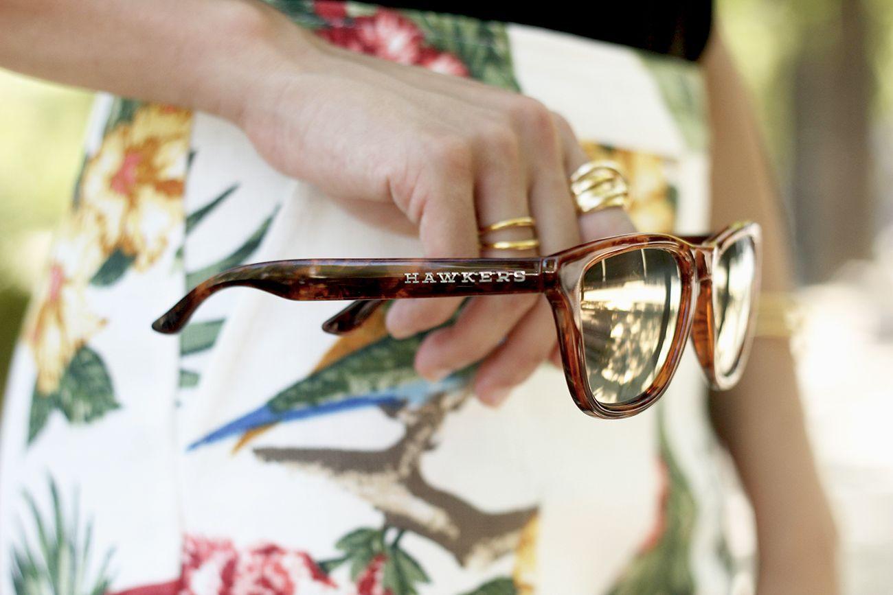 a51c81c4e2 My New Hawkers | BeSugarandSpice - Fashion Blog Estampados Tropicales,  Feliz Miércoles, Lentes,