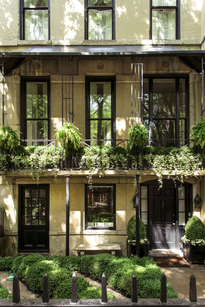 Why Alessandra Branca Loves Her Chicago Townhouse More Than Ever Galerie Townhouse Townhouse Interior Interior Photography