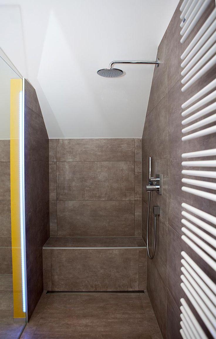 Tipps Fur Begehbares Duschmauerwerk Dachboden Angepasst Bader Angepasst Bader Begehbares Dachboden Walk In Shower Small Bathroom Bathrooms Remodel