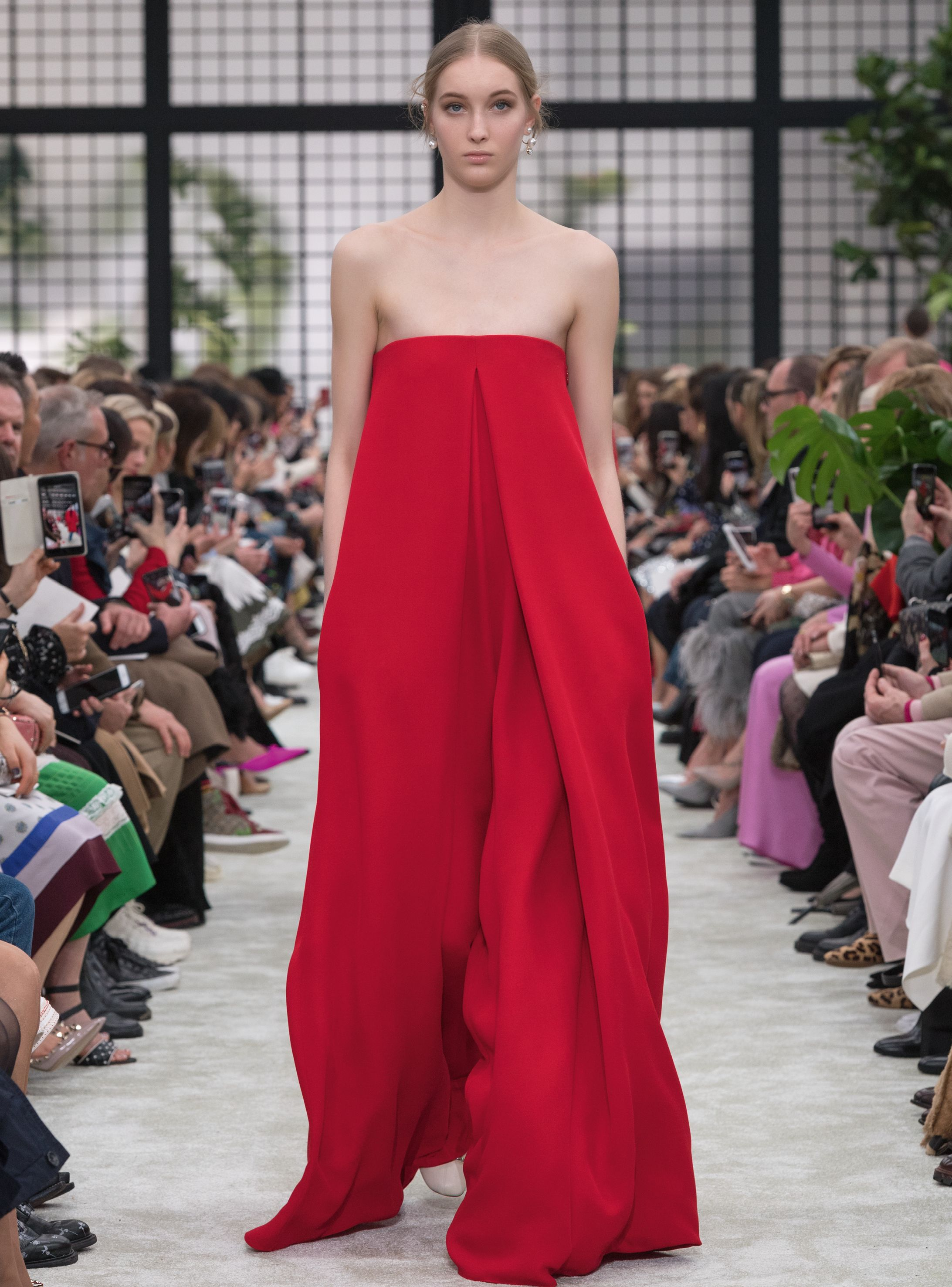 7ed3105a8d7 Valentino Haute Couture Fall Winter 2018-19