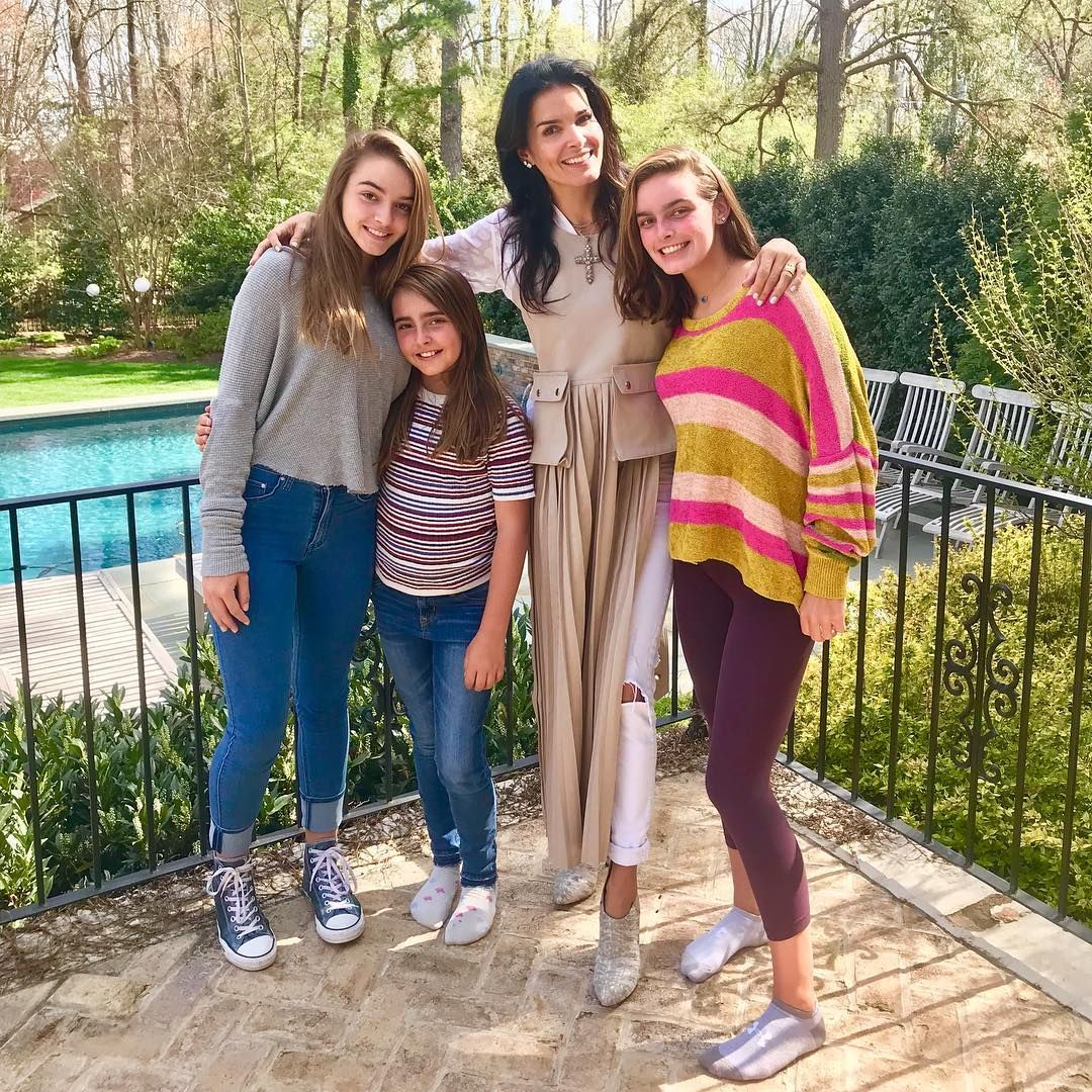 7 530 Likes 83 Comments Angie Harmon Angieharmon On Instagram Sister Selfies Cupcake Cam Wishing All Of You A Grea Angie Harmon Angie Harmon