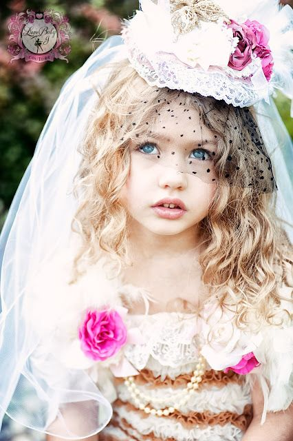 How freaking adorable is this little girl and how good is this picture. It's gorgeous.